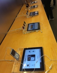 iPad présentation Apple Store Des iPad pour présenter les produits dans les Apple Store