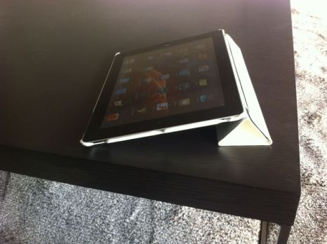 Smart Full Cover 5 Concours : 1 coque Zum SC pour iPad 2 à gagner   une coque adaptée à la Smart Cover (24,90€)