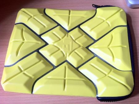photo 1 [Test] Extreme Sleeve de G Form   La pochette bunker pour iPad