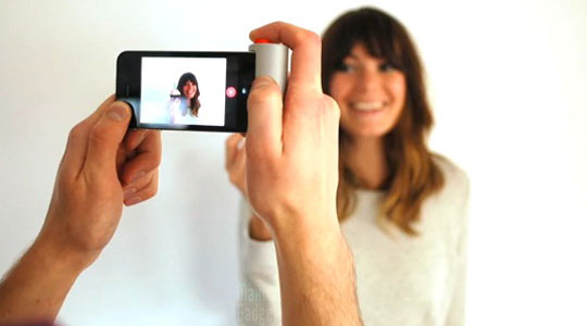 red pop bouton apn iphone 4 Présentation du Red Pop: simplifiez la prise de photo avec votre iPhone (50€)
