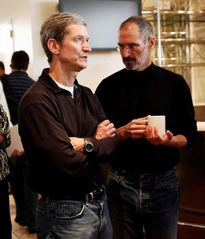 cook jobs discussion Tim Cook remplace Steve Jobs et devient le nouveau CEO dApple
