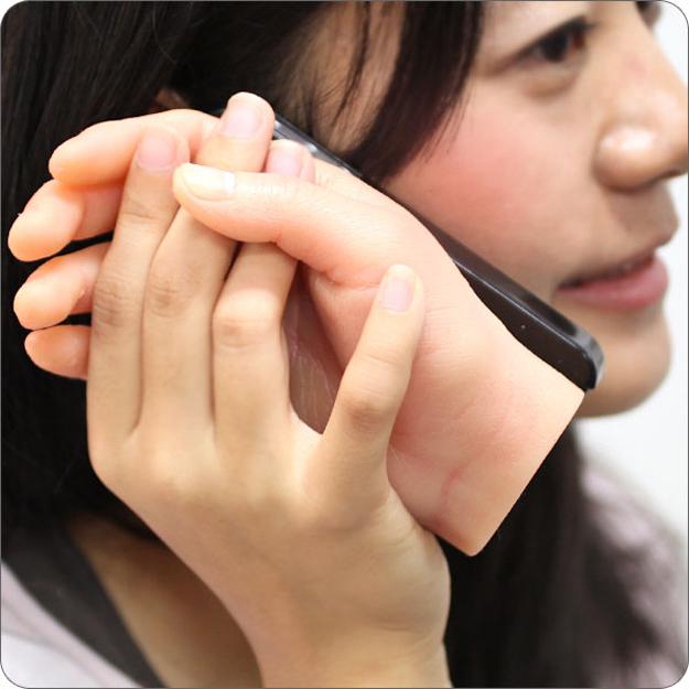 etui iphone main [Insolite] Quand une coque iPhone vous prend par la main !