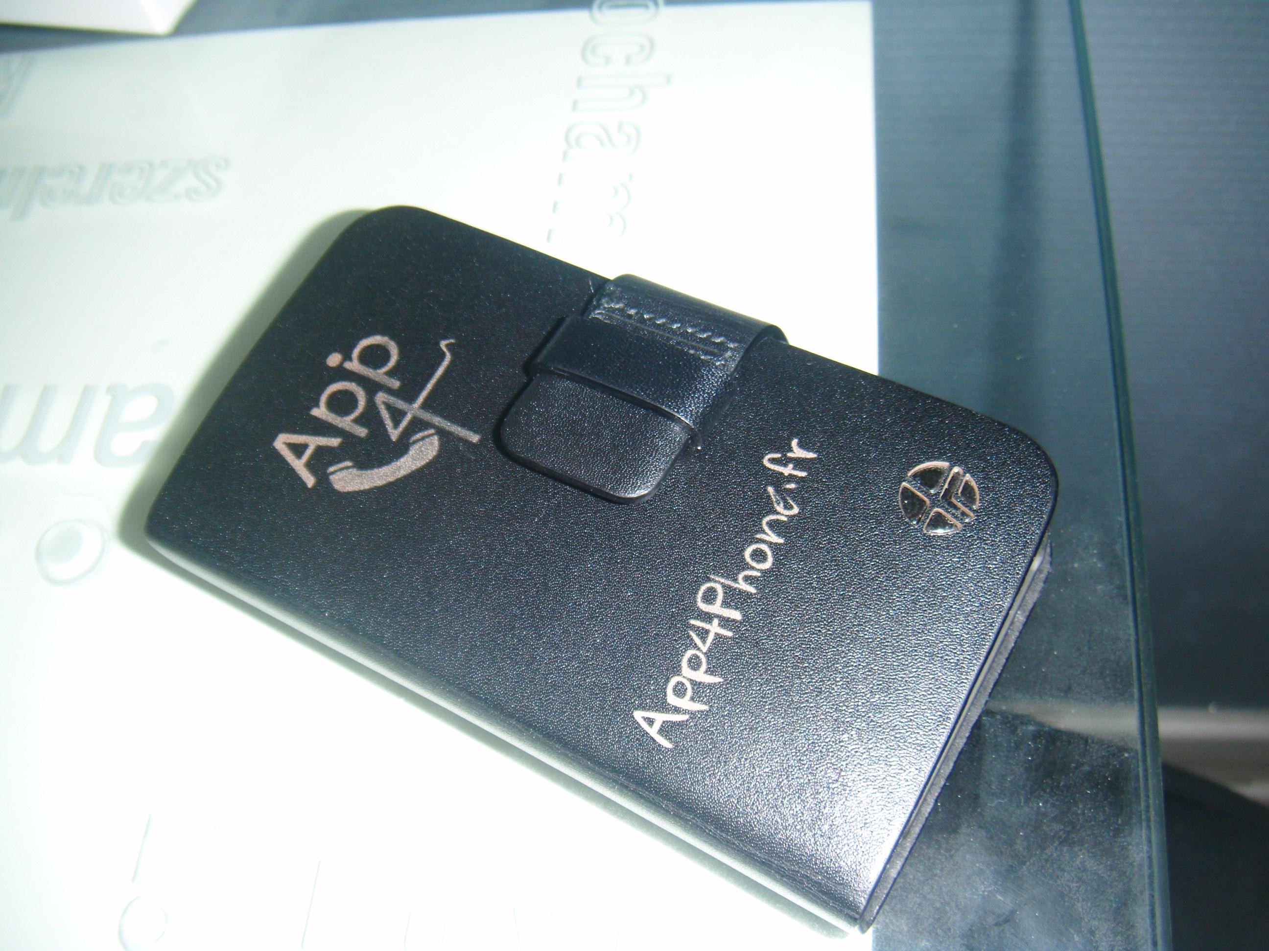 DSCF0280 Concours : 2 étuis Trexta Rotating Folio noirs pour iPhone 4 à gagner ! (39,90€)