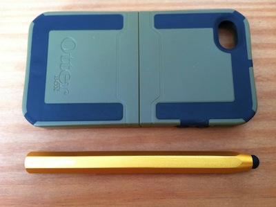Comparaison taille du stylet et coque pour iPhone