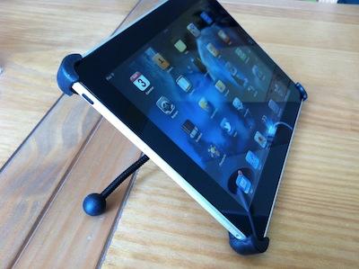 TestFlexStand004 Test du FlexStand pour iPad 1 et 2   Un support flexible qui fait tenir votre iPad dans tous les sens !
