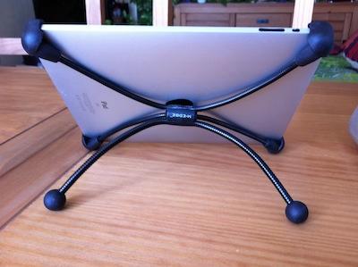TestFlexStand007 Test du FlexStand pour iPad 1 et 2   Un support flexible qui fait tenir votre iPad dans tous les sens !