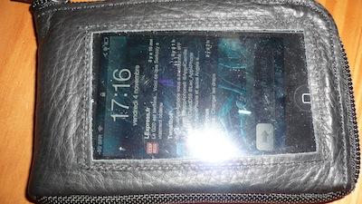 CcrsiPhoneWallet010 Concours: Un iPhone Wallet à gagner   Votre iPhone trouve sa place dans votre porte monnaie ! (30€)
