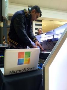 MicrosoftBlague 224x300 Humour : Quand Microsoft ouvre sa boutique... avec un MacBook Pro !