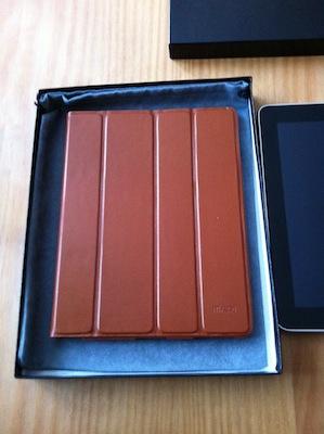 photo 2 Kolossa   Une coque SmartCover de luxe en cuir véritable pour iPad 2 (98€)