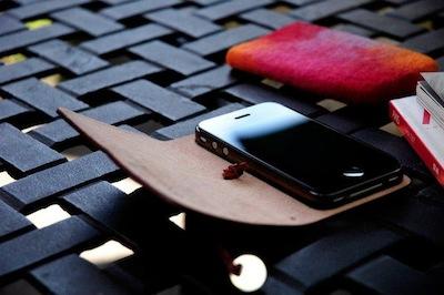 CcrsLeatherArcEvouni 002 Concours : Un étui innovant Leather Arc Cover d'Evouni pour iPhone 4/4S à gagner ! (55€)