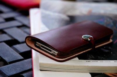 CcrsLeatherArcEvouni 013 Concours : Un étui innovant Leather Arc Cover d'Evouni pour iPhone 4/4S à gagner ! (55€)