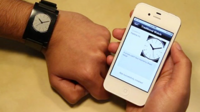 pebble iPhone Pebble: la montre du futur existe déjà... Et se connecte à votre iPhone !