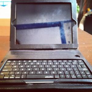 Keyboard iPad2 300x300 Test du Keyboard Folio (125€) pour iPad : un clavier physique Bluetooth de luxe
