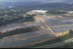 Data Center Apple Caroline Nord  Le data center dApple (USA) couvert de panneaux solaires
