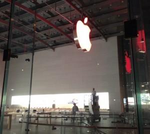 Apple Store RED 300x268 Apple se mobilise pour la lutte contre le SIDA