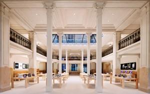 Apple Store Opera 300x187 Le butin du braquage de lApple Store s'élève à 400 000 euros