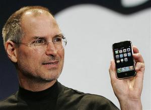 Steve Jobs iPhone 1 300x218 Découverte de liPhone : déjà 6 ans !