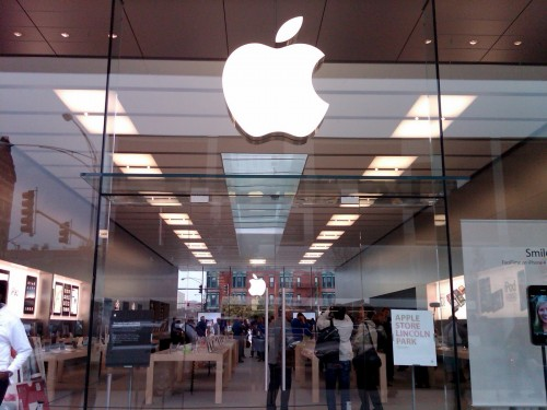 Apple Store vitres 500x375 Les vitrines des Apple Store valent de lor !