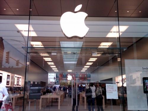 Apple Store vitres 500x375 Une augmentation du nombre diPhone vendus dans les Apple Store