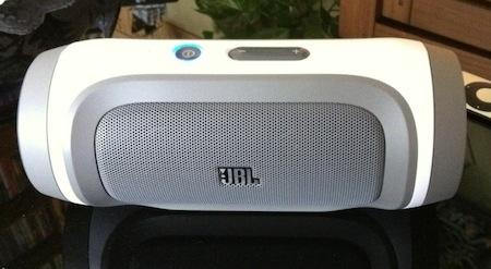 Test JBL Charge 002 Accessoire : Test du JBL Charge (149€), une enceinte Bluetooth qui recharge votre iPhone