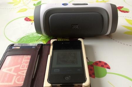Test JBL Charge 006 Accessoire : Test du JBL Charge (149€), une enceinte Bluetooth qui recharge votre iPhone
