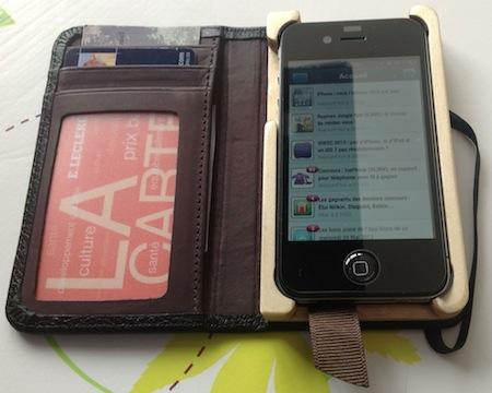 Test LittlePocketBook 008 Test de létui Little Pocket Book (46€) pour iPhone de Pad&Quill