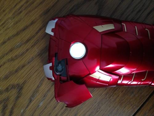 coque Iron Man iPhone 5 2 500x375 Accessoire : Test de la coque MARVEL Iron Man Mark VII (49,00$) pour iPhone 5