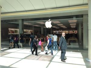 Apple Store Rosny 1 300x225 Premières photos de lApple Store de Rosny avant louverture