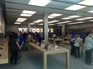 Apple Store Rosny 300x225 Premières photos de lApple Store de Rosny avant louverture