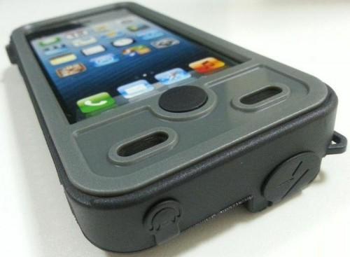 Mojo batterie aqua 500x367 Accessoire : Mojo Refuel Aqua (60$), une coque batterie waterproof