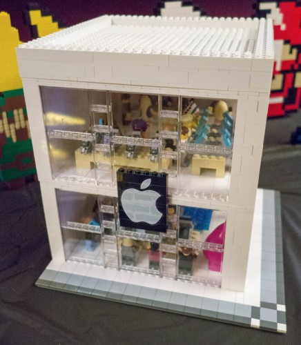 apple store lego 436x500 Insolite : un Apple Store en LEGO