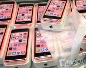 iPhone 5C emballage 300x236 LiPhone 5C se dévoile en photo, rose saumon ?