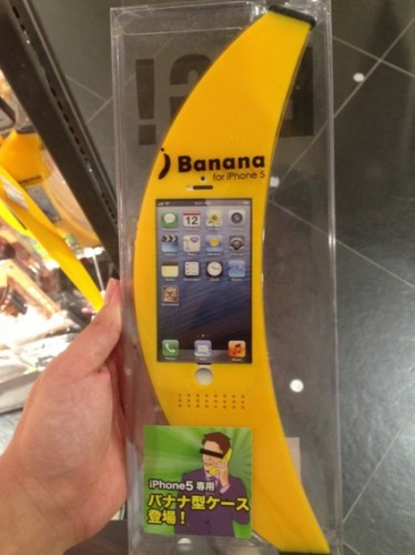 iphone banane coque 374x500 Insolite : transformer votre iPhone en banane, cest maintenant possible !