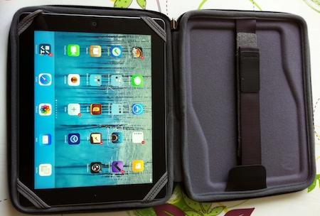 Test Innovo 006 Test du Innovo pour iPads 2 à 4, un étui pour regarder des films en voiture