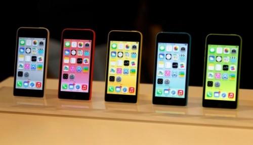 iphone 5C apple Store 500x288 LiPhone 5C séduit les utilisateurs dAndroïd