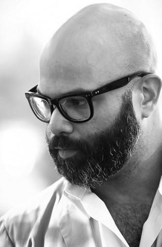 Arem Duplessis 329x500 Apple enrôle le directeur artistique du NY Times Magazine