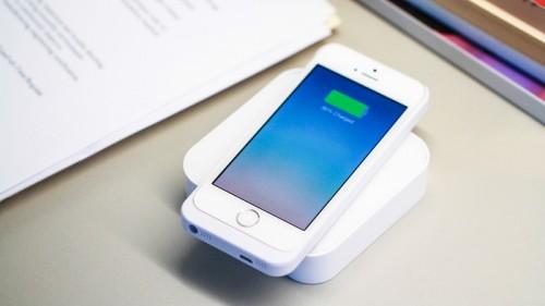 ARK1 500x281 Accessoire : Batterie externe rechargable sans fil pour iPhone (73€)