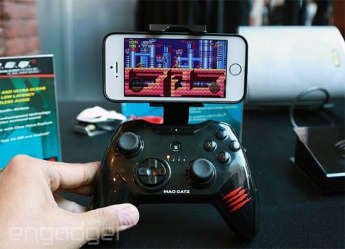 manette madcatz 500x361 Mad Catz présente sa nouvelle manette de jeu pour iPhone