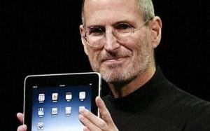 ipad steve jobs 300x187 Steve Jobs : personnalité la plus influente de ces 25 dernières années
