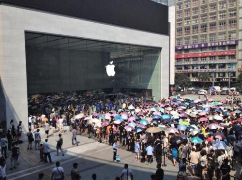applestore11chine 500x372 Du monde pour le 11e Apple Store Chinois
